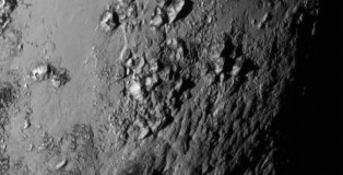 New Horizons Reveals Huge Ice Mountains (11.000 ft) On Pluto