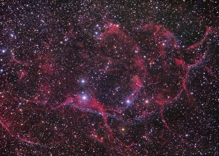 stars go bang: The Vela supernova remnant illustrates the beauty of a massive star's death