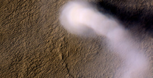 Amazing Image of Dust Devils on Mars Snapped by MRO